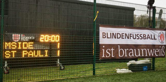Anzeigetafel und FCSP-BliFu-Banner